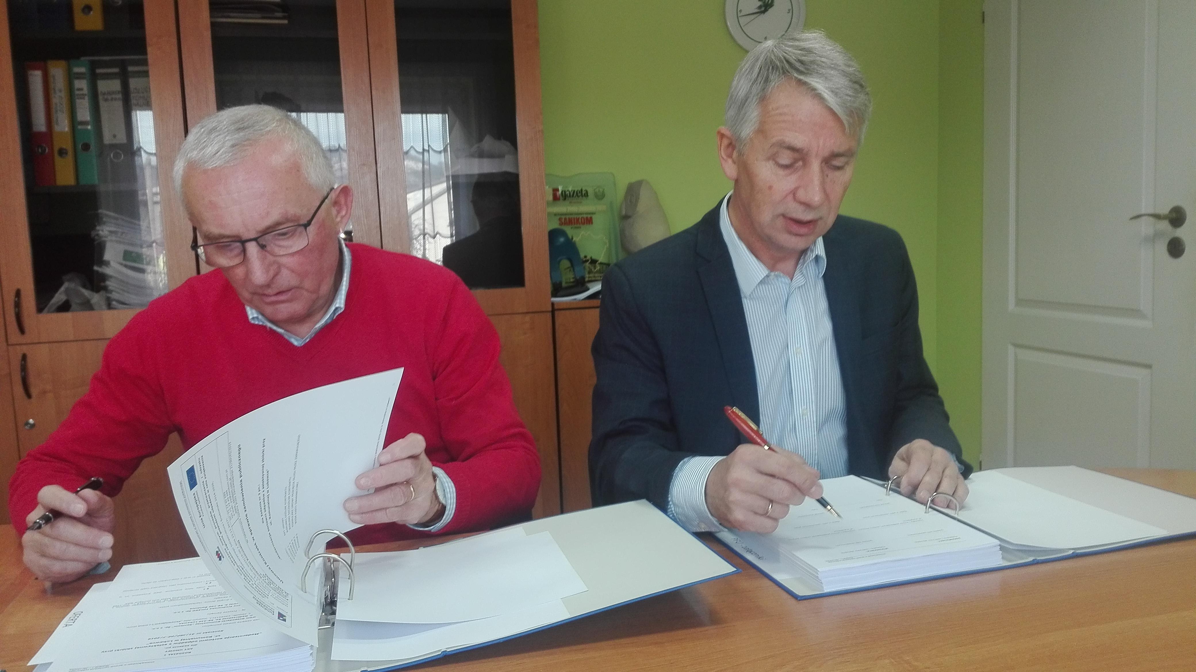 Umowę podpisali: prezesi FOLEKO sp. z o.o. Ireneusz Pałac oraz Sanikom sp. z o.o. Andrzej Wojdyła.